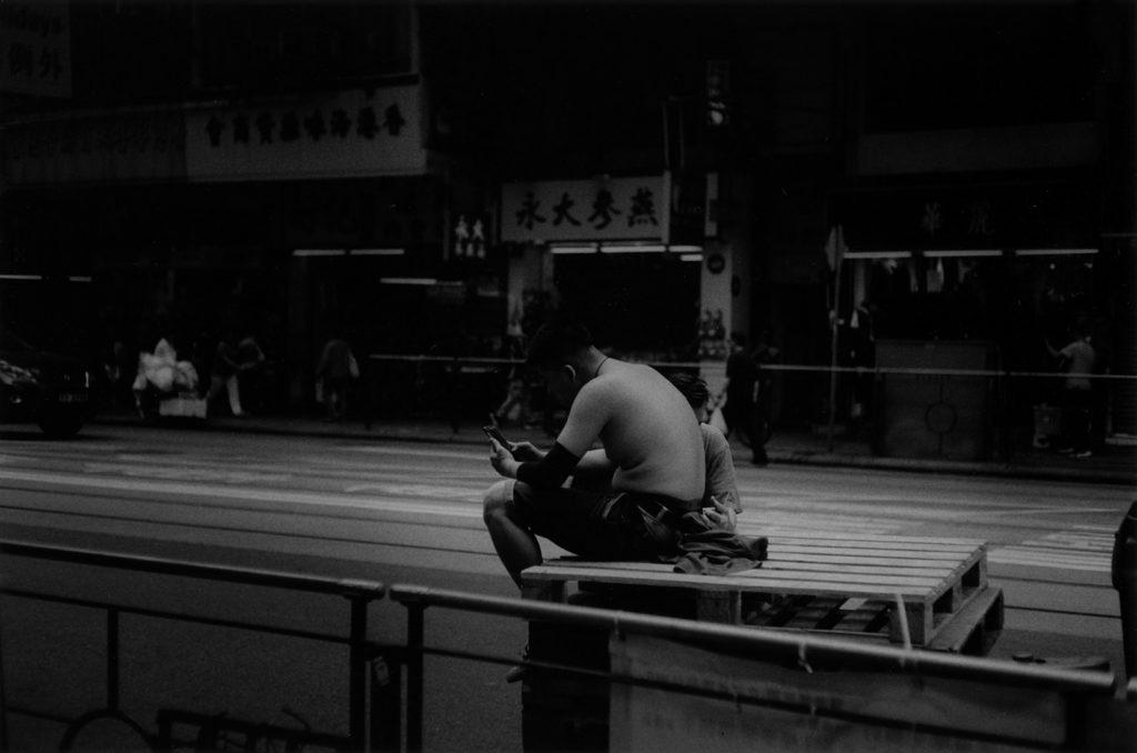 香港 上半身裸の男